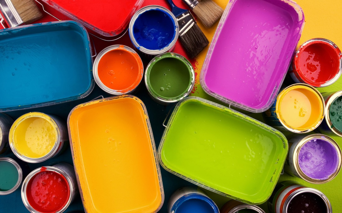 Colorful_oil_paints_Opened_paint_bucket